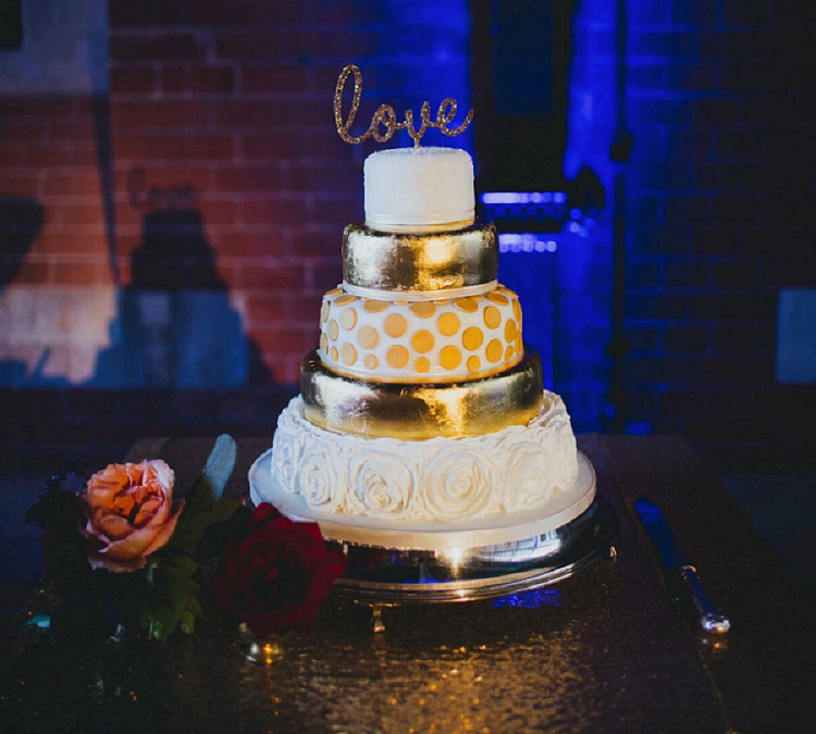 gold-wedding-cake
