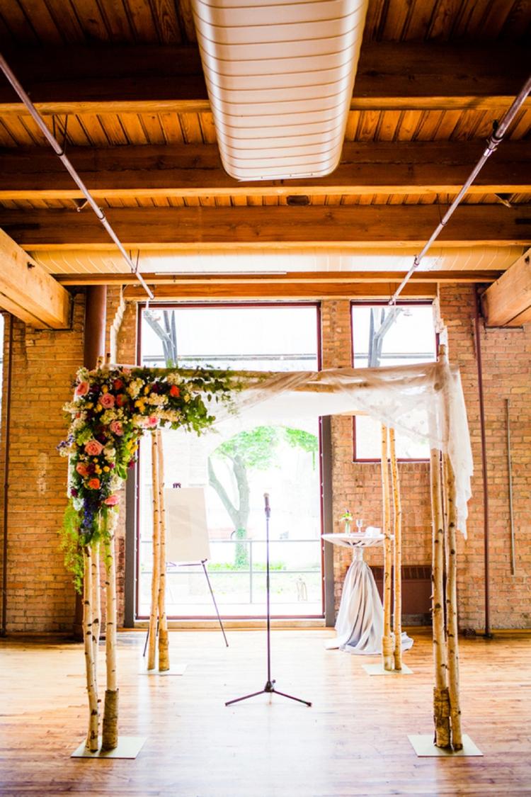 A-bride-in-a-green-wedding-dress-for-a-creative-Jewish-wedding-at-Bridgeport-Art-Center-Chicago-USA_0489 (1)