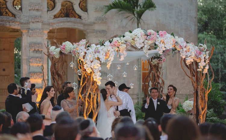 chuppah-hydrangeas,-roses,-and-orchids