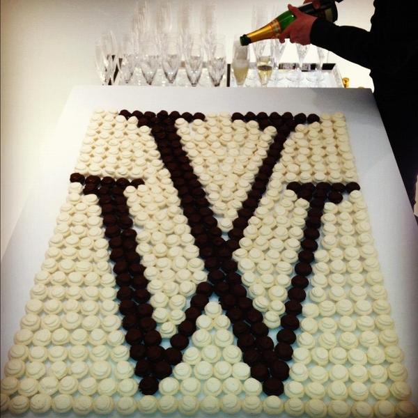wedding_monogram_cake