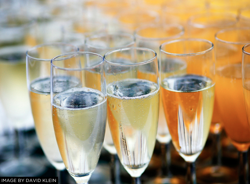 CHAMPAGNE GLASSES WEDDING