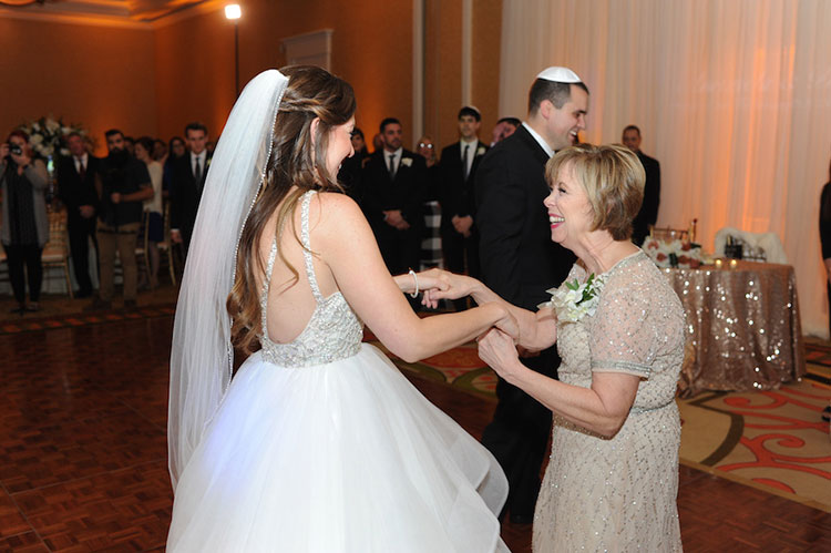 Mother-Daughter-Wedding-Dance