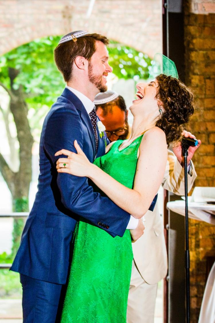 A bride in a green wedding dress for a creative Jewish wedding at Bridgeport Art Center, Chicago, USA_0495