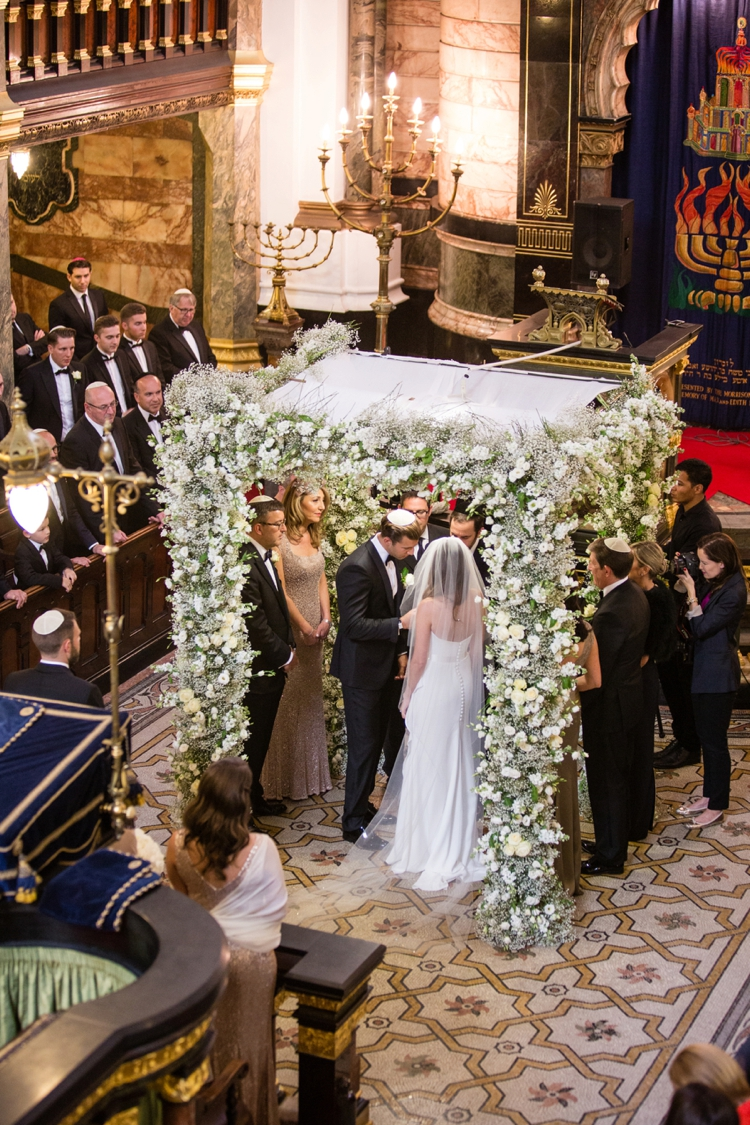 a suzanne neville bride for an ber chic elegant jewish wedding at new london synagogue and. Black Bedroom Furniture Sets. Home Design Ideas
