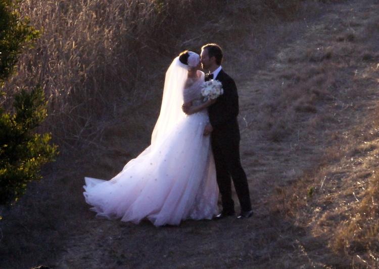 Anne-hathaway-adam-shulman-wedding