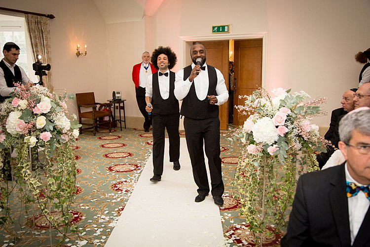Jewish wedding at Warren Weir at Luton Hoo UK_0047