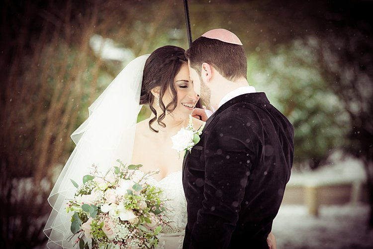 Jewish wedding at Warren Weir at Luton Hoo UK_0064